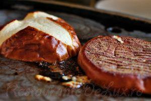 Hamburgeri_cu_ceapa_si_cascaval_17