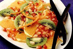 Salata_de_fructe_cu_sos_vanilat