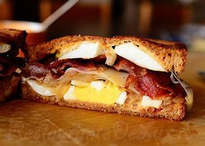 Sandwich_cu_bacon_si_oua_fierte_21
