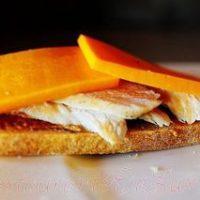 Sandwich_cu_piept_de_pui_bacon_si_branza_07