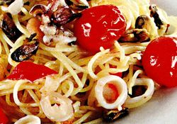 Spaghete_cu_fructe_de_mare_si_rosii_cherry