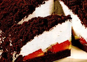 Tort_cu_ciocolata_si_fructe