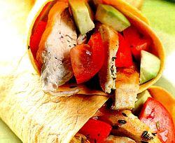 Tortilla_cu_pui_si_avocado