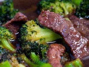 Vita cu broccoli in sos de soia