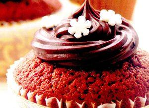 Cupcakes_cu_ciocolata_si_bombonele