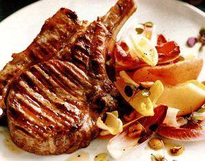 Retete_pentru_gratar_Cotlete_de_porc_cu_salata