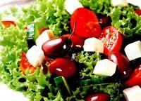 Salata_cu_branza_feta_si_masline