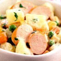 Salata_cu_cartofi_si_crenvursti