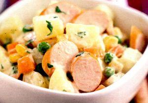 Salata de cartofi cu crenvursti