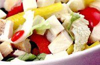 Salata_cu_piept_de_pui_fript_si_ananas