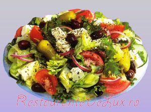 Salata de scrumbie marinata cu morcov, ceapa si masline