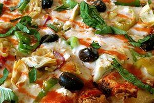 Pizza_cu_branza_si_legume