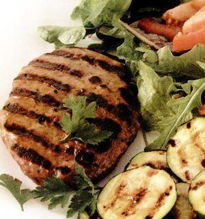 Retete_pentru_gratar_Burger_de_curcan_cu_salata_de_zucchini