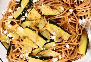 Spaghete cu dovlecel si ardei iute
