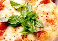 Pizza cu telemea de bivolita