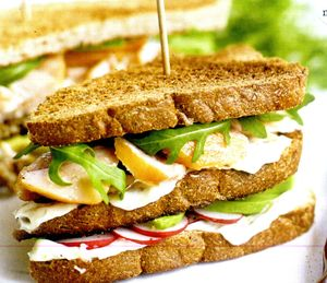 Sandwich_ cu_ somon_ si_ maioneza