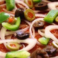 Pizza cu mozzarella si broccoli
