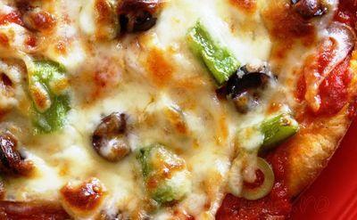 Pizza_cu_ardei_verde_masline_si_mozzarella_18