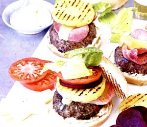 Burgeri_de_vita_cu_branza_si_ananas