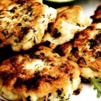 Chiftele_din_peste_cu_salata_verde