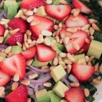 Salata de capsune cu ceai si lamaie