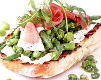 Sandwich_cu_fasole_verde_si_sos_pesto