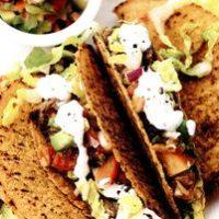 Tacos cu vita si avocado