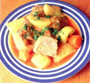 Tocanita_cu_carne_si_cartofi.png