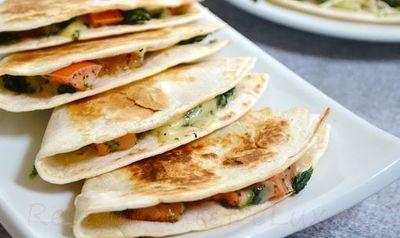Tortilla_umplute_cu_rosii_si_spanac_05