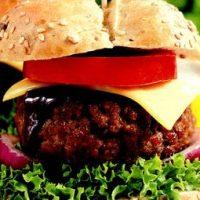 Burgeri_cu_carne_de_vita_si_sos_de_ceapa
