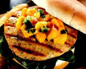 Burgeri_cu_peste_si_sos_de_mango