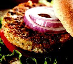 Burgeri_cu_sos_picant_si_fasole