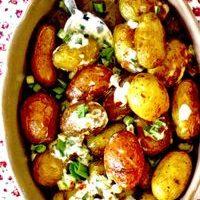 Cartofi_la_cuptor_cu_sos_de_usturoi_si_smantana