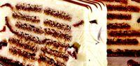 Ingheţată de ciocolată cu biscuiţi şi sos de ciocolată albă