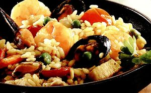 Paella cu carne de pui si carnati chorizo
