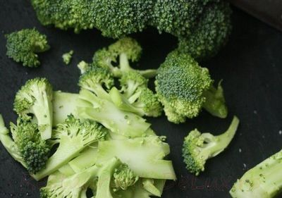 Salata_de_broccoli_cu_ridichi_si_migdale
