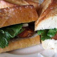 Sandwich_cu_burta_de_porc_caramelizata_si_muraturi_10