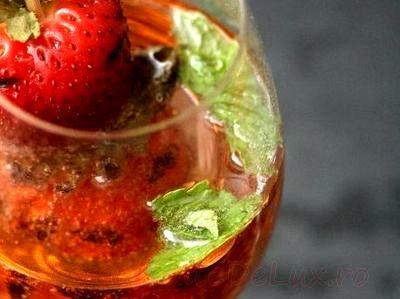 Cocktail_cu_sampanie_capsuni_si_menta_07