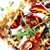 Pizza_cu_creveti_rosii_cherry_si_mozzarella