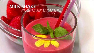 Cum_se_prepara_Milkshake_cu_banane_si_capsuni