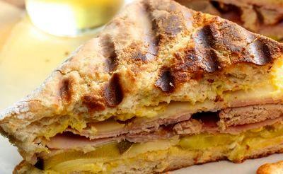 Sandwichuri_cu_sunca_branza_si_muraturi_05