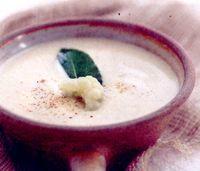 Supa crema de conopida cu crutoane si patrunjel