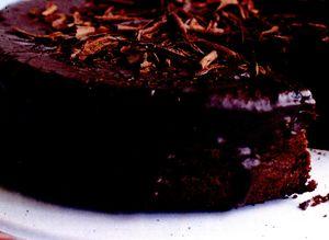 Tort_cu_ciocolata_neagra_si_iaurt