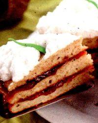 Tort cu crema si gem de zmeura