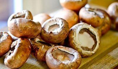 Ciuperci umplute cu ceapa