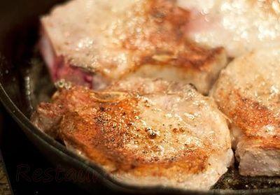 Cotlete de porc cu piure cu asmăţui