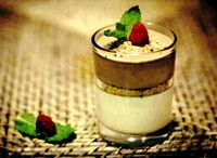 Mousse_de_ciocolata_alba_si_neagra_cu_alune