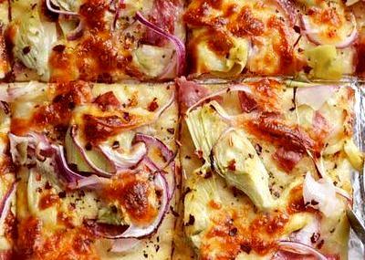 Pizza cu anghinaresi branza provolone