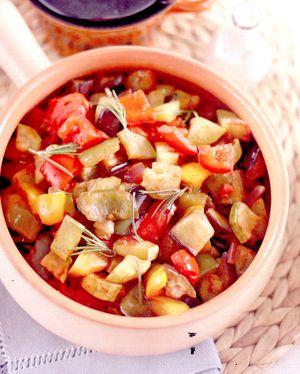 Mancare de dovlecel cu rosii si orez