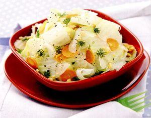 Salata de gulii cu peste afumat si ceapa rosie